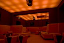 Luminous wavy ceiling in nightclub