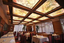 Restaurant with ceiling print