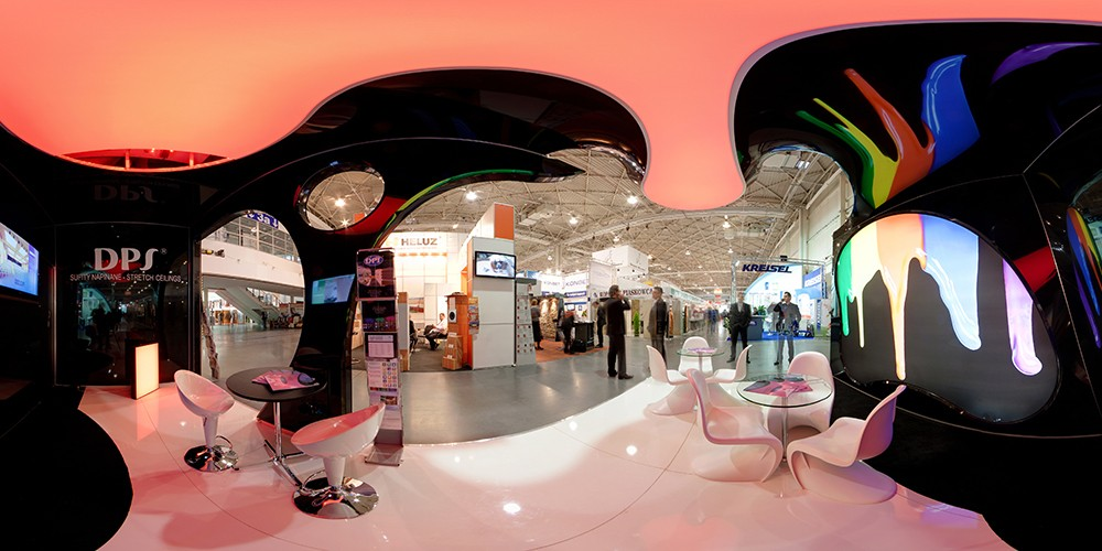 Exposition with translucent ceiling