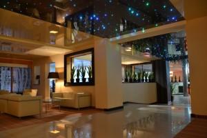 stretch-ceiling-inside-hotel