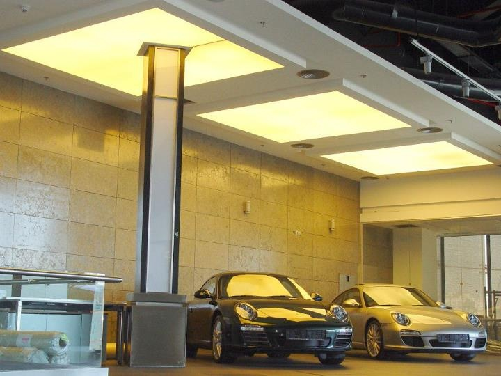 stretch-ceilings-in-car-dealership